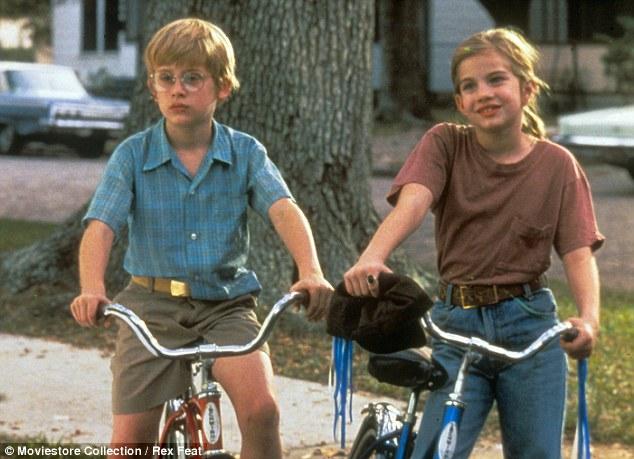 """Vada e Thomas J pedalando juntos em """"Meu primeiro amor"""""""