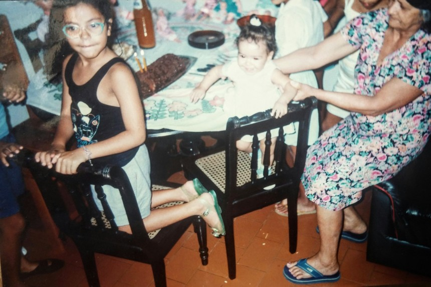 Eu com 5 anos, Thaís bebê e minha avó Safira